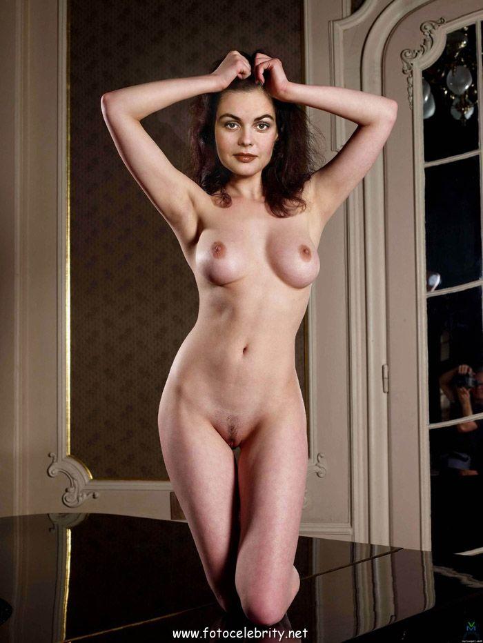 russkie-znamenitie-aktrisi-v-erotike