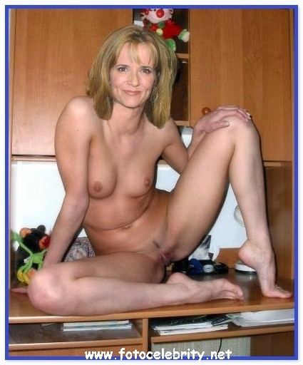 Откровенная эротика голая Лиа Томпсон (Lea Thompson) .