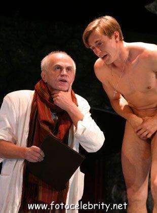 голый в спектакле