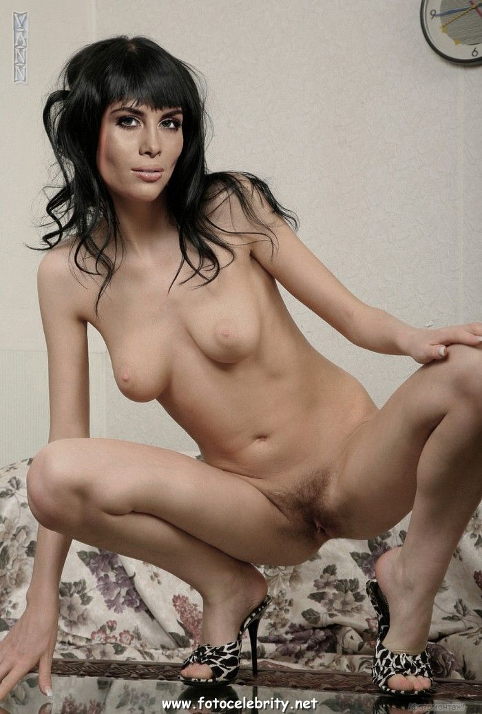 Смотреть онлайн фото голых актрис певиц русских крупный план без регистрации 19 фотография