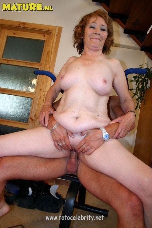 С отвисшими сиськами порнофото старух