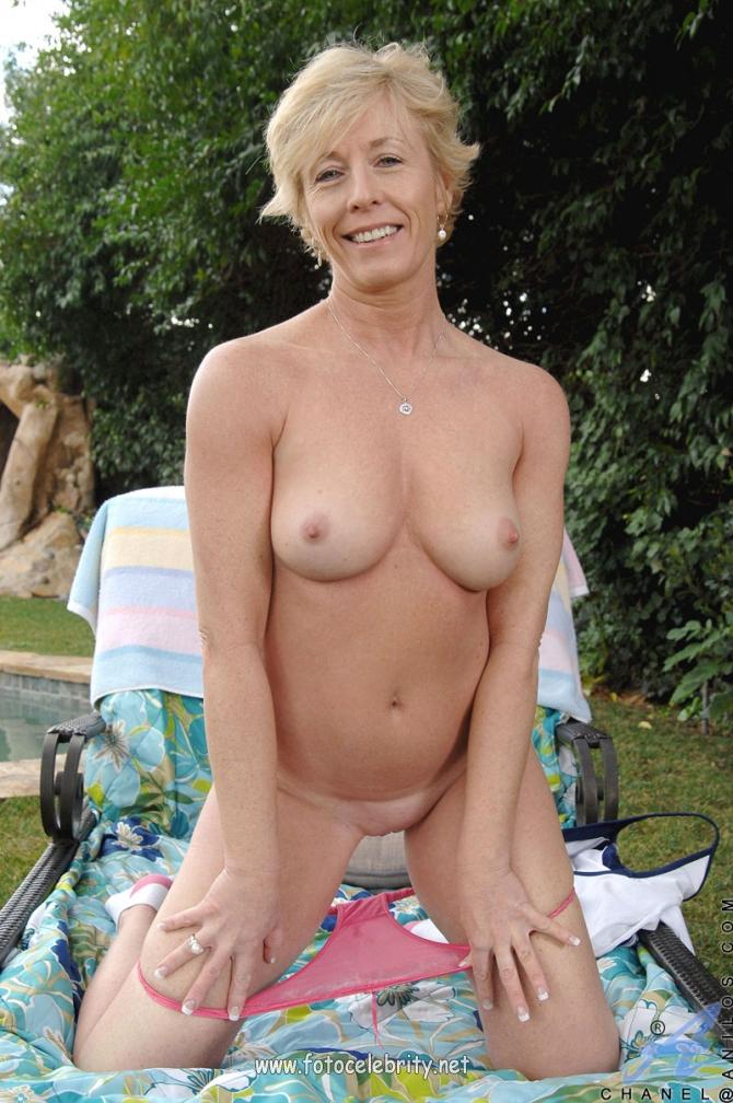 Эротические фото девушка ласкает вагинальные шарики 9 фотография