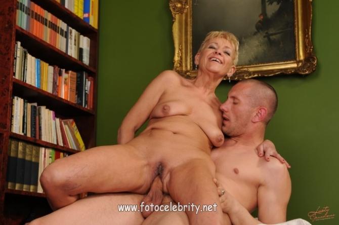 зрелые женщины и молодые самцы порно видео