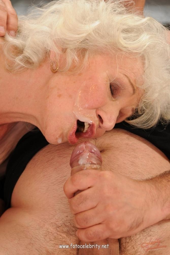 Старая Бабушка Кончяет