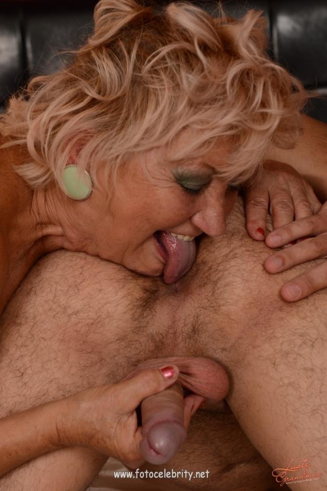 Порно девушки лижут жопу старухам