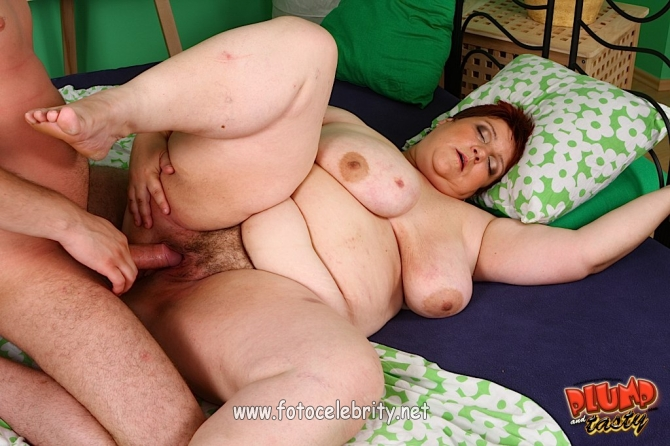 Домашний секс с молодой толстушкой