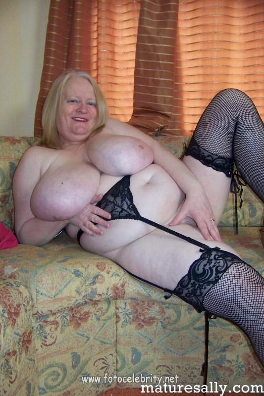смотреть про голых толстых бабушек сиски фото
