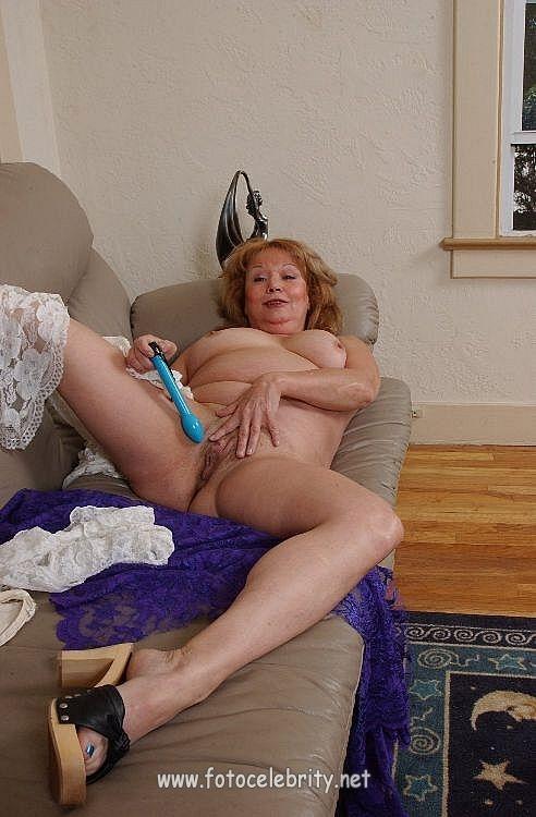 старушка вибратором жирная мастурбирует