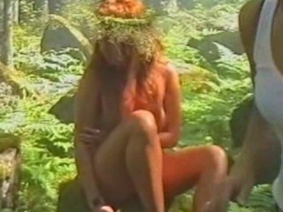 секс на траве скрытой камерой с жанной фриске четырнадцати тебе